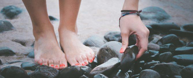 pies descalzos de chica